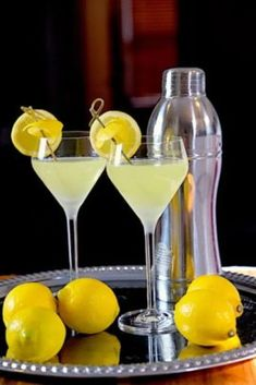 Limoncello Martini - Sips, Nibbles & Bites - Expolore the best and the special ideas about Martinis Raspberry Cocktail, Champagne Cocktail, Lemonade Cocktail, Sparkling Wine, Triple Sec, Martini Recipes, Cocktail Recipes, Pina Colada, Mojito