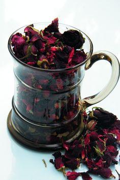 Make rose and clove potpourri - blog post at http://driedflowercraft.co.uk