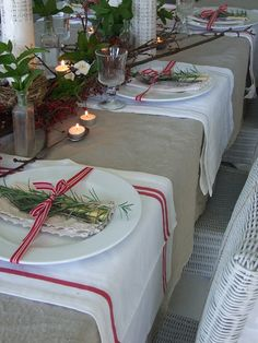 Love the burlap table covering and the white and red towel, for placemats.