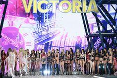 Parigi, Victoria's Secret Fashion Show: gli angeli sfilano con Lady Gaga e Bruno Mars - Spettacoli - Repubblica.it