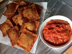 Knifing Forking Spooning: Fried Ravioli from Egg Roll or Mandu 만두 Wrappers Eggroll Wrapper Recipes, Wonton Recipes, Rice Recipes, Pasta Recipes, Pasta Meals, Rice Pasta, Pasta Dishes, Spinach Stuffed Mushrooms, Egg Rolls