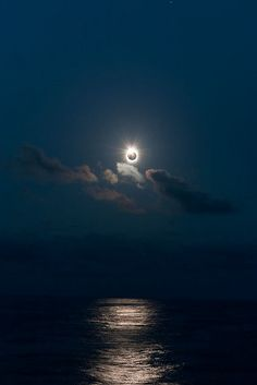 Total Solar Eclipse in the South Pacific, Northern Cook Islands July 2009 By Astronomy Calgary All Nature, Science And Nature, Amazing Nature, Beautiful Moon, Beautiful World, Cosmos, Solar Eclipse, Interstellar, South Pacific