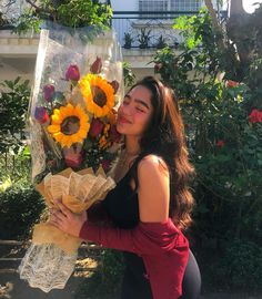 Image may contain: 1 person, plant, flower and outdoor Filipina Actress, Filipina Beauty, Happy Love Day, Love Days, Very Funny Memes, Asian Angels, Bad Girl Aesthetic, Character Inspiration, My Idol