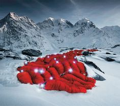 Hundreds of Mountaineers Scale Alps for Amazing Photoshoot
