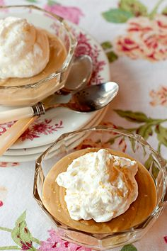 Old-Fashioned Butterscotch Pudding from @NevrEnoughThyme http://www.lanascooking.com/2012/03/20/old-fashioned-butterscotch-pudding/