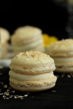 Summer party: Raffaelo Macarons by Mareike from the biscuit workshop (guest post) (cooking girl) - Torten/Rezepte - # Macaroon Wedding Cakes, Cool Wedding Cakes, Gourmet Desserts, Sweet Recipes, Cake Recipes, Wedding Snacks, Biscuits, Sweets Cake, Vegan Cake