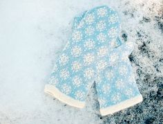 Ravelry: First Snow Mittens pattern by yellowcosmo