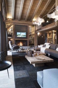 Luxueux chalet en bois, feu de cheminée, avec pierre, lampes suspendues design...