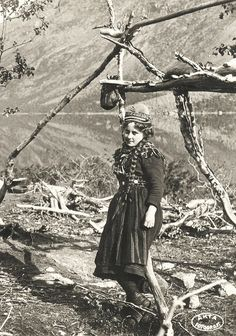 sami nomads | Sami girl in Rautasjävri Sweden first quarter 1900s | Flickr - Photo ...