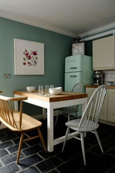 Small but cosy kitchen where you would love to have your first coffee of the day ! Cosy Kitchen, Smeg Kitchen, Green Kitchen, Kitchen Dining, Kitchen Decor, Glasgow, Dining Chairs, Dining Table, Sweet Home