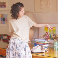 いいね!600件、コメント1件 ― furryrate × 松岡茉優さん(@furryrate.mayumatsuoka)のInstagramアカウント: 「we summer knit ! . ☑︎ ボートネックラウンドプル ¥5,400 [ 品番:175ES163 ] Beige / Brown / Orange .…」