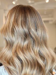 Balayage på mörkt hår - Peach Stockholm Medium Blonde Hair, Blonde Hair Looks, Balayage Lob, Balayage Hair Blonde, Hair Due, Great Hair, Hair Highlights, Big Hair, Hair Hacks