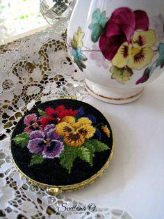 Pocket mirror, petit pojnt embroidery