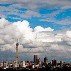 Johannesburg, after a summer storm - Dis al wanner lug effens onbesoedel is en foto kon neem! Johannesburg City, Port Elizabeth, Pretoria, Continents, Live, South Africa, Scenery, Places To Visit, Around The Worlds