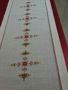 This Pin was discovered by Gul Diy Curtains, Bargello, Cross Stitch Patterns, Bohemian Rug, Needlework, Memorial Day, Diy And Crafts, Sewing Projects, Embroidery