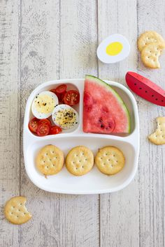 Peanut butter cracker sandwiches, watermelon, cherry tomatoes, hard boiled eggs with Everything But the Bagel Seasoning. Grab FREE AFRICAN PRINTABLES for your kiddies room here > www. Toddler Menu, Easy Toddler Meals, Kids Meals, Baby Meals, Healthy Toddler Lunches, Toddler Snacks, Healthy Kids, Snacks Kids, Peanut Butter Crackers