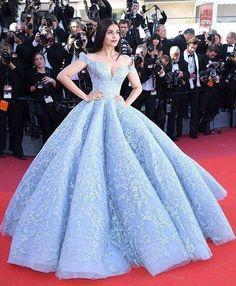 Masih belum bisa move on nih dari Aiswarya Rai dan gaun birunya yang cantik di Cannes Film Festival. Double tap jika gaun biru ini jadi gaun impian kamu.  Courtesy. @michael5inco  #wedding #weddingday #weddingdress #weddinggown #bridalgown #bridalfashion #pernikahan #resepsipernikahan #thewedding #gaun #gaunpengantin #aiswaryarai #cannesfilmfestival #bluegown #couture #redcarpet #belladonnagroup #theweddingid http://gelinshop.com/ipost/1520190799164470407/?code=BUYzXo_A_SH