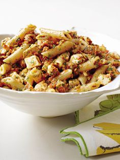 Slimming Superfood Recipe: Penne With Tomato Pesto and Smoked Mozzarella : Raging polar vortex temps got you down? Warm up with a big bowl of pasta -- sans guilt. #SelfMagazine