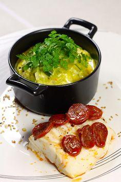 Dos de cabillaud en écailles de chorizo : recette du dos de cabillaud en ecailles de chorizo accompagné d'une purée de patates douces et d'une fondue de poireaux