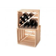 Stapelbare Holzkiste zur Aufbewahrung. Weinflaschen lagern bestens darin, aber auch andere Utensilien können praktisch untergebracht werden. In einer Holzkistenfabrik im Schwarzwald, haben wir diese Kiste für ECHTWALD modifiziert herstellen lassen. Anders als das für Weinflaschen oder Obst gedachte Original, haben wir die Eckpfeiler von Außen nach Innen verlagern lassen. Damit wird sie stabil stapelbar. Es liegen zwei Trennbretter bei, mit denen Sie den Stauraum diagonal teilen können.Wir…