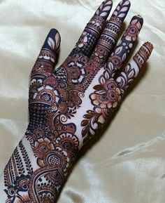 The best thing is the quality of henna used by Raju Mehandi. He himself takes care of everything to retain the true intrinsic qualities of henna for the best colour and design. New Bridal Mehndi Designs, Palm Mehndi Design, Henna Art Designs, Indian Mehndi Designs, Mehndi Designs For Girls, Mehndi Designs 2018, Mehndi Designs For Beginners, Mehndi Designs For Fingers, Unique Mehndi Designs