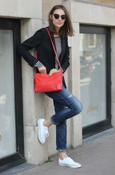 A perfect outfit for travel, especailly if the bag is slung across the chest: black blazer + striped tee + distressed jeans + white converse + red bag White Converse Outfits, Black And White Converse, Converse Style, Casual Outfits, Cute Outfits, Converse Sneakers, Galaxy Converse, Black White, Denim Converse