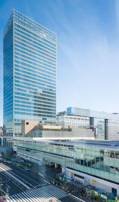 JR Shinjuku Miraina Tower (JR新宿ミライナタワー). / Architect : JR East Design Corporation (設計:JR東日本建築設計事務所).