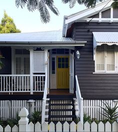 houses facade colours in white and grey high set queenslander in white and dark grey Entry Paint Colors, Exterior Paint Colors For House, Paint Colors For Home, Paint Colours, Exterior Color Schemes, House Color Schemes, Exterior Design, Modern Exterior, Colour Schemes