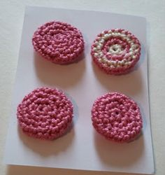 Crochet Dynamite: The Crochet Button Free pattern! Perfect for adding to projects (especially if you're out of traditional buttons or want one in a specific color pattern! Crochet Eyes, Crochet Yarn, Crochet Flowers, Crochet Hooks, Free Crochet, Tunisian Crochet, Crochet Embellishments, Crochet Buttons, Diy Buttons