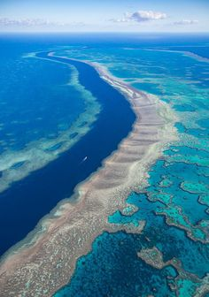 The oceans river, Great Barrier Reef, Australia | Photo by William Patin