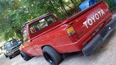 86' #Toyota #MiniTruck #Slammed #Stance Toyota R, Toyota Trucks, Toyota Hilux, Ford Trucks, Small Trucks, Mini Trucks, Tuner Cars, Jdm Cars, Drift Truck