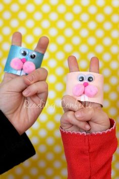 Bunny finger puppets - easy to make and perfect for practicing early literacy skills! little bunny foo foo puppets Farm Crafts, Easter Crafts For Kids, Toddler Crafts, Preschool Crafts, Bunny Crafts, Easter Activities, Activities For Kids, Little Bunny Foo Foo, Rabbit Book