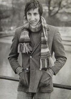 Pete Townshend… trying to keep warm. 70s Music, Music Love, Rock Music, Crossover Episodes, Pete Townshend, Twist And Shout, My Generation, Live Rock, Lady And Gentlemen