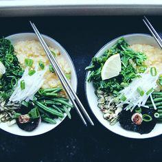 RECIPE : green comfort congee bowl with miso sauce Congee Recipe Vegetarian, Congee Recipe Breakfast, Vegetarian Recipes, Healthy Recipes, Recipe Congee, Vegan Meals, Vegan Food, Soup Recipes, Kitchens
