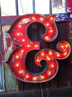 Circus ampersand