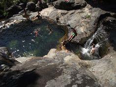 Piscinas Naturales del Río Piedras. Cerca de Pobra do Caramiñal , escondidas en un bosque