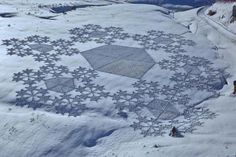 Simon Beck, originally an orienteering mapmaker, has turned his attention to creating gigantic artistic patterns in the snow--and photographing them.