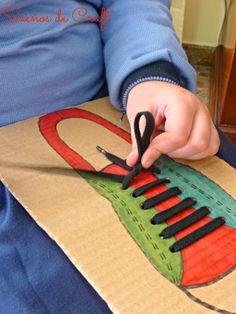 Jogo para aprender fazer laço nos cordões dos sapatos.