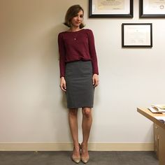 I feel like I& pretty consistently LOFT& Limited with shoes from Asos these days. Speaking of which, now that The Limited is clos. Classy Business Outfits, Casual Work Outfits, Work Attire, Business Casual, Grey Pencil Skirt, Pencil Skirt Outfits, Pencil Skirts, Court Outfit, Bluse Outfit