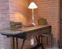 Bureau style Louis Philippe avec sous main en cuir        Z&P, une boutique conviviale: 600m² d'exposition, dépôt-vente, brocante, atelier.