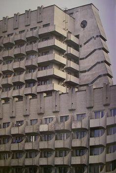 Ukraine, Dnepropetrovsk, Anex building, 1985 Architects: P. Nirinberg, S.Zubarev