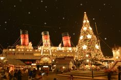 X'mas at Tokyo Disneysea Tokyo Disney Sea, Tokyo Disney Resort, Disney Parks, Walt Disney, Disney Quotes, White Christmas, Wonders Of The World, Disneyland, Around The Worlds