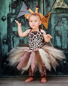 Oh. My. God. Im in love with this outfit. Would it be wrong go have a kid just so I could dress her in this for Halloween? Or like every day... tehe