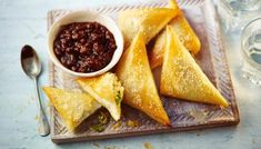 Anjum Anand makes an easy little vegetable samosa for a delicious, inexpensive lunch or snack from store cupboard ingredients. Also perfect for parties. Indian Food Recipes, Gourmet Recipes, Healthy Recipes, Ethnic Recipes, Diwali Recipes, Vegetarian Recipes, Indian Foods, Indian Snacks, Batch Cooking