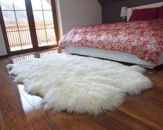 Boho Living Room, Living Room Decor, Bedroom Decor, Bedroom Carpet, Living Room Carpet, Wall Carpet, White Fur Rug, White Throws, Fluffy Rug