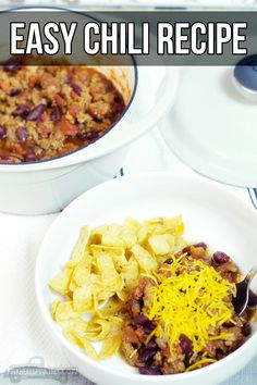 When the weather starts dropping, the first dish I go-to is this easy chili recipe. Super simple yet oh so yummy! Entree Recipes, Lunch Recipes, Easy Dinner Recipes, Easy Recipes, Easy Chili Recipe, Chili Recipes, Crockpot Recipes, Chicken And Rice Dishes, Pasta Dishes