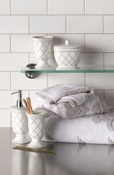 Decorating tip: Use all-white in a bathroom to brighten a room and make it feel bigger. White subway tiles as a backsplash are chic and classic. Add white towels, toothbrush holder, etc. for decorative pieces. Bathroom Spa, White Bathroom, Modern Country, White Subway Tiles, Dream Bath, White Towels, All White, House Rooms, Shabby Chic Decor