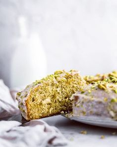 Zucchini cake with pine nuts - Clean Eating Snacks Pistachio Butter, Pistachio Cookies, Hazelnut Butter, Brown Butter, Lemon Recipes, Sweet Recipes, Cake Recipes, Lemon And Coconut Cake, Apple Crumble Recipe