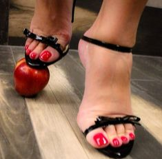 Nice Toes, Pretty Toes, Feet Soles, Women's Feet, Brian Atwood Shoes, Beautiful Toes, Sexy Sandals, Sexy Toes, Sexy High Heels