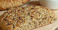 Nízký chléb s restovanými semínky a celozrnnou moukou